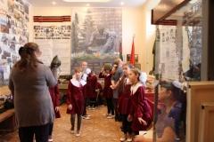 Воспитанницы женской гимназии на музейном занятии в рамках экспозиции Время выбрало нас