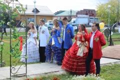 Участники праздника на территории музея