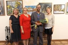 Художник А.Е. Гурин и сотрудники музея- организаторы его персональной выставки Самое лучшее