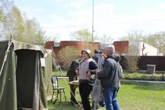 У военной палатки